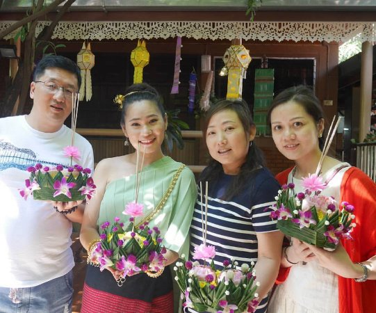 Wankaomai Cultural Workshop Studio : Carving, Flower handicraft, Thai Music & Dance