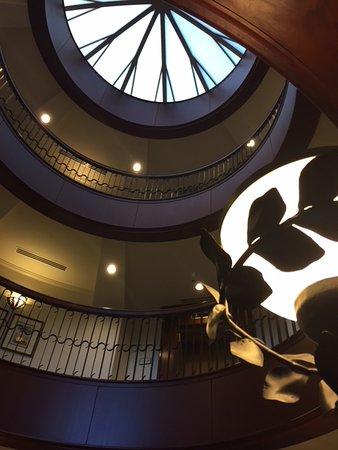 French Quarter Inn: beautiful lobby