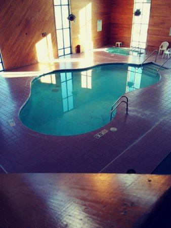 Bridgeport Inn: Indoor Pool and Hot tub
