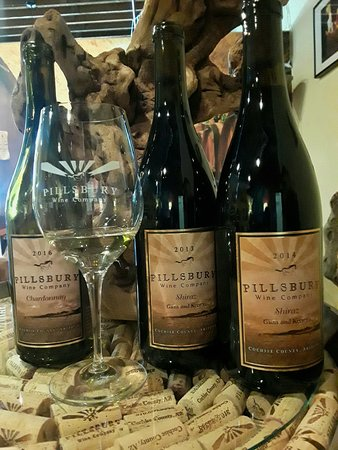 Cottonwood, AZ: Come try some of our Award Winning Wines!! Handmade in AZ