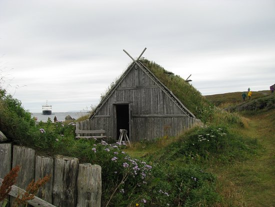 L'Anse Aux Meadows National Historic Site: Replica Viking house