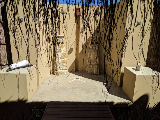 Benguerra Island, Mozambique: Outdoor shower (there's also indoor showers)