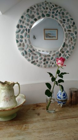 The White Cottages: Sweet decor touches in the upstairs bedroom