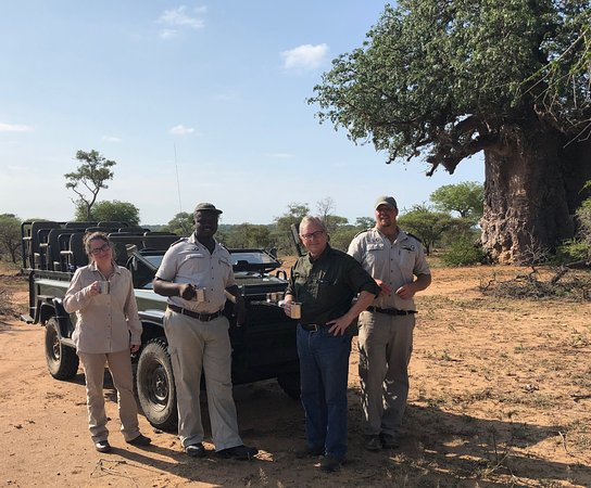 Timbavati Private Nature Reserve, Sydafrika: Ranger Mike, Tracker Doug, along with my daughter and husband