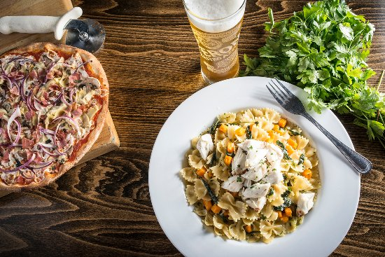 Macungie, PA: Farfalle & Crab