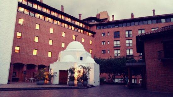 Hotel Estelar La Fontana: interior del hotel hacia la plaza central