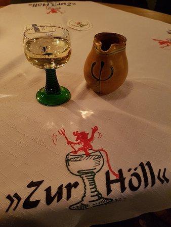 Zur Holl - Mittelalterliche Trinkstube: Yummie