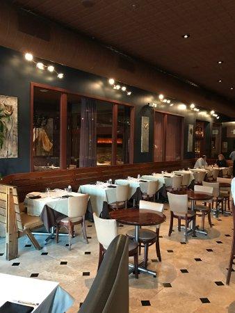 San Mateo, كاليفورنيا: Inside the restaurant