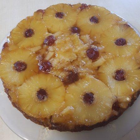 Attleborough, UK: Retro but yum - pineapple upside down cake