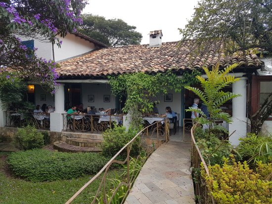 Restaurante O Garimpo - Embu das Artes - Salão Colonial (Vista Interna)