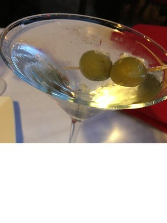 Osteria d'Assisi: Ice cold very dry martini w Blue Cheese Stuffed Olives