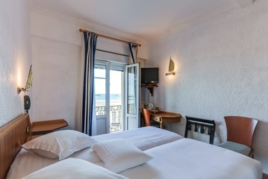 Chambre twin vue sur mer - Picture of Kyriad Saint Malo Centre ...