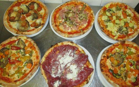 San Rocco di Piegara, Italy: Pizze con ingredienti freschi di stagione