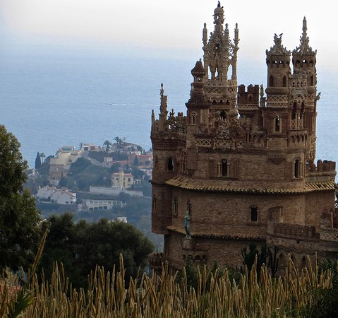 Castillo de Colomares: Taken zooming in from up the hill a ways