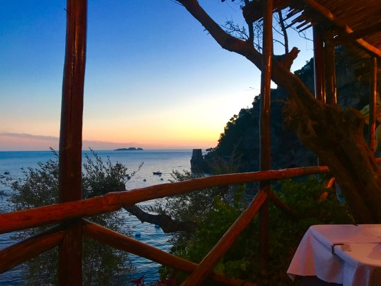 LO Guarracino: Perfect view for a romantic dinner for two