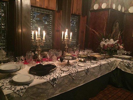 Harry Packer Mansion Inn: Buffet for dinner