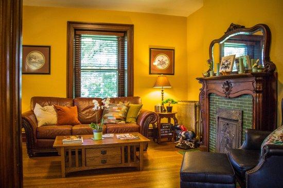 Kennett House Bed & Breakfast: 1st floor sitting room