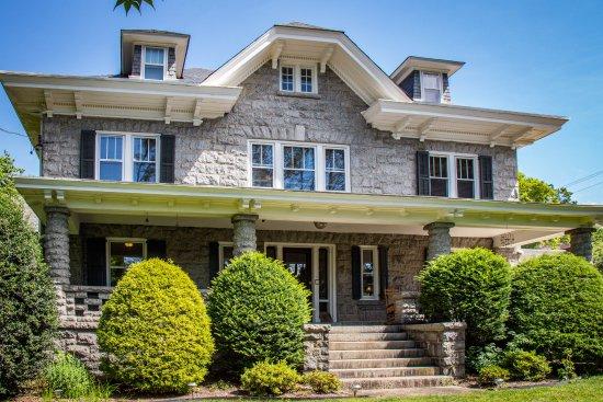 Kennett House Bed & Breakfast : A grand granite mansion