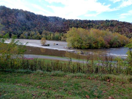 Max Meadows, فيرجينيا: River view