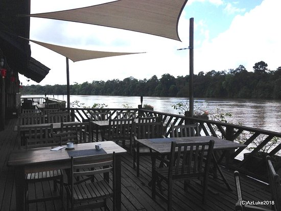 Kinabatangan District, Malaysia: Dining platform aside the river.