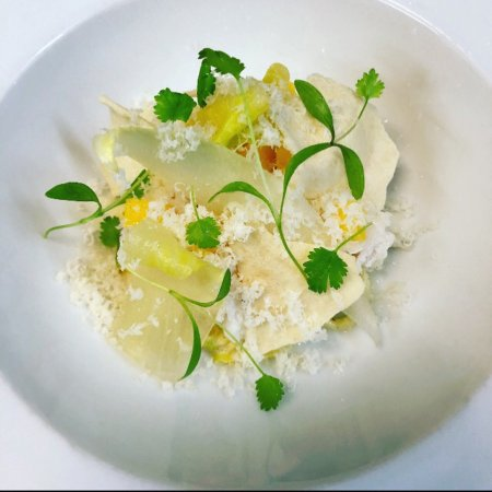 Clareville, Αυστραλία: New dish  Spanner crab / mango / chilly / macadamia