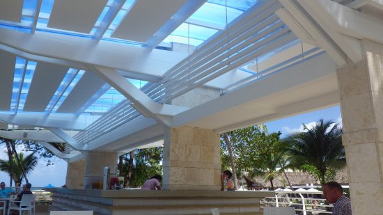 Casa Marina Beach & Reef : One of the two oceanview bars