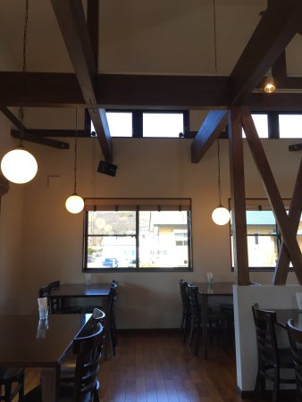 Mizumitei : 天井が高い店内の様子