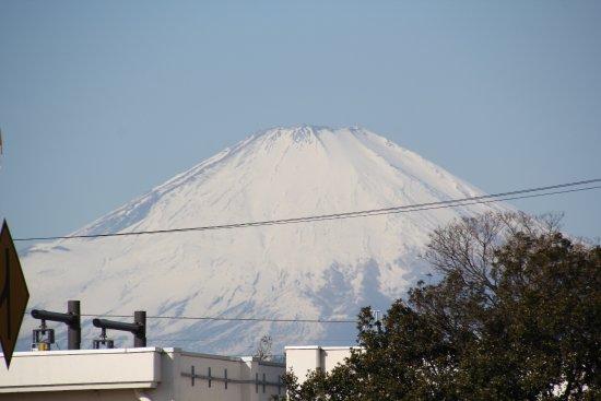 Hiratsuka, Jepang: PAから見えた真っ白な富士山