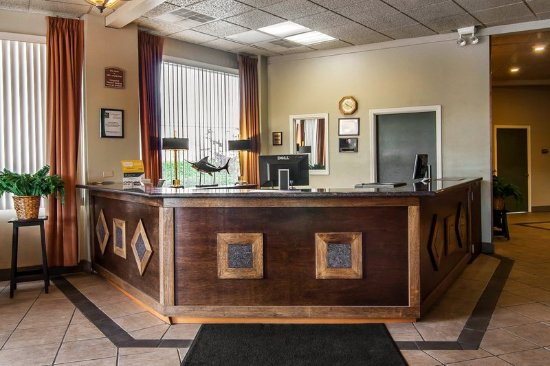 Quality Inn & Suites at Coos Bay: Lobby