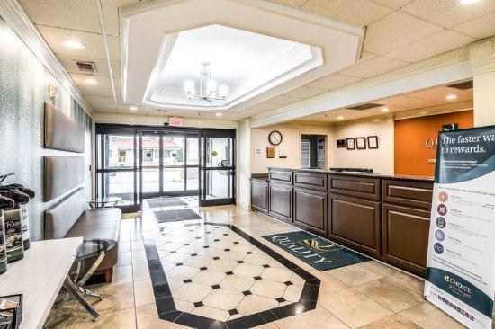 Alexander City, AL: Lobby