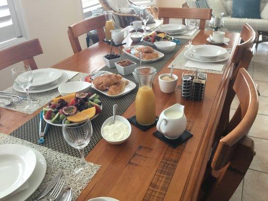 Brezza Bella Bed & Breakfast: Breakfast in the Dining Room