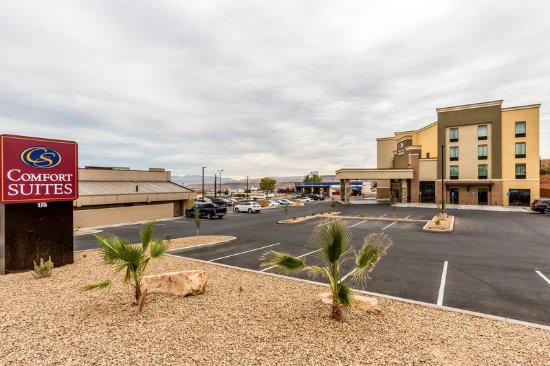 Comfort suites 79 9 9 updated 2018 prices hotel for Affordable pools st george utah