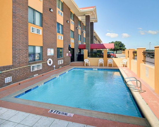 pool picture of quality inn dfw airport irving. Black Bedroom Furniture Sets. Home Design Ideas