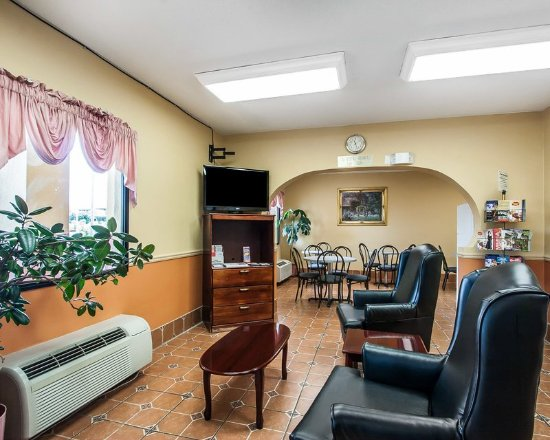 Econo Lodge & Suites: Lobby