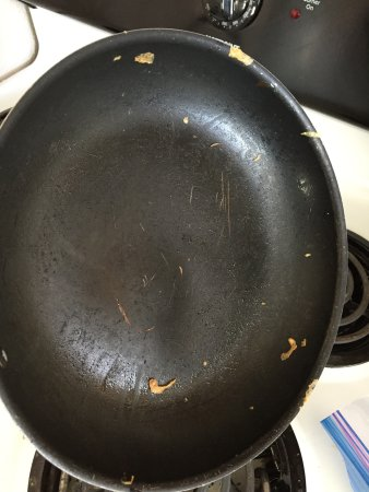 Clearlake, Californien: Dented and scratched pan