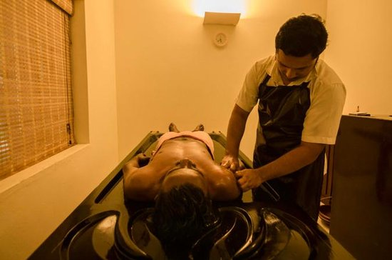 Pamper yourself with an Ayurvedic massage therapy in Mararikulam