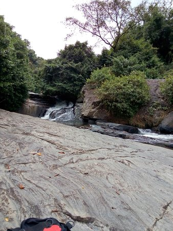 Mawanella, Sri Lanka: this is where we had a great bath n icy water...