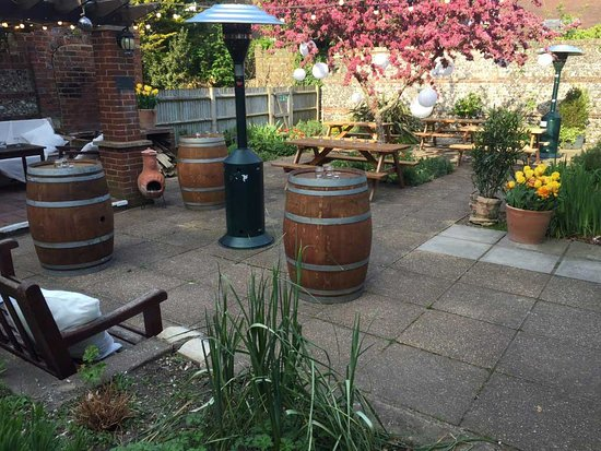 Lewes Con Club: Great garden and barbecue area out the back
