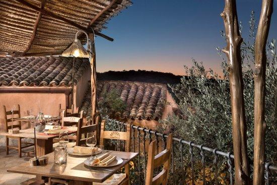 Terrazza ristorante all\'aperto - Bild von Hotel Arathena, San ...