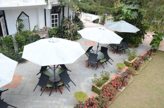 Planters Country Hotel & Restaurant: Garden Area