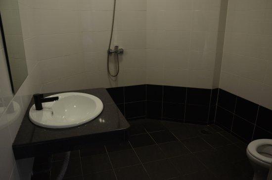 Planters Country Hotel & Restaurant: Bathroom