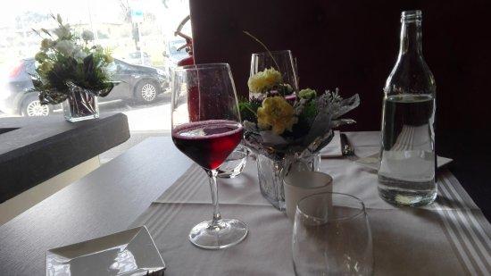 tavolo e vino sala pranzo - Picture of Nero Balsamico, Formigine ...
