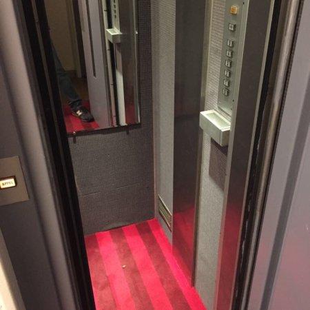 Amadeus hotel paris france voir les tarifs 72 avis for Hotel bas prix paris