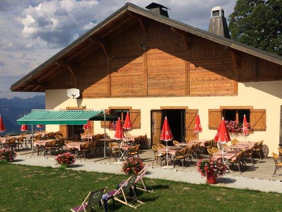 Demi-Quartier, França: Une belle terrasse en été..