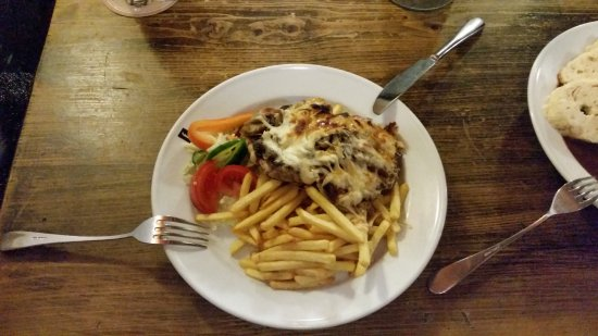 Ferdinanda: Stek wieprzowy z serem i grzybami, frytki