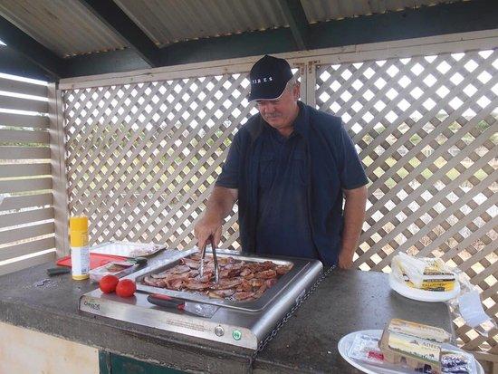 Normanville, Australia: BBQ area at Jetty Caravan Park