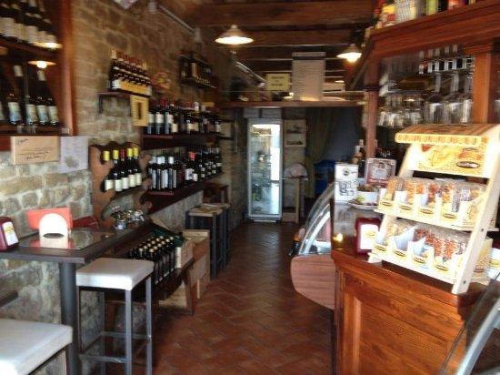 Gualdo Tadino, Italy: Bar Osteria da Mario Vineria