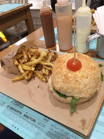 Pesto Burger Foto De Hamburgueria Do Mercado Funchal Tripadvisor