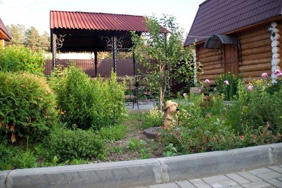 Verkhny Ufaley, Rússia: Индивидуальная мангальная зона у каждого дома