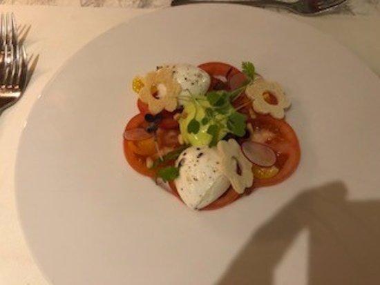 Hausen ob Verena, Germany: Tomate mit Büffelmozzarella und Basilikumschaum